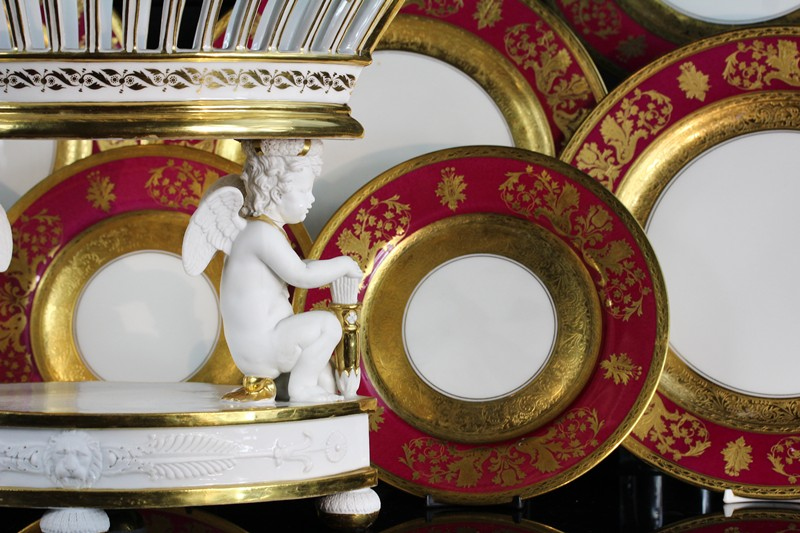 table en fete antiquaire Thierry Garnier de Cristal et Porcelaine.jpg